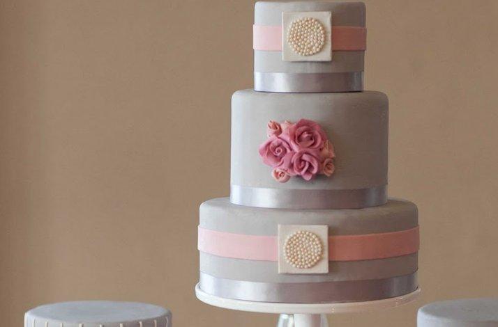 Pretty-pink-wedding-cakes-grey.full