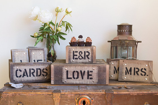 wood and burlap wedding reception decor set