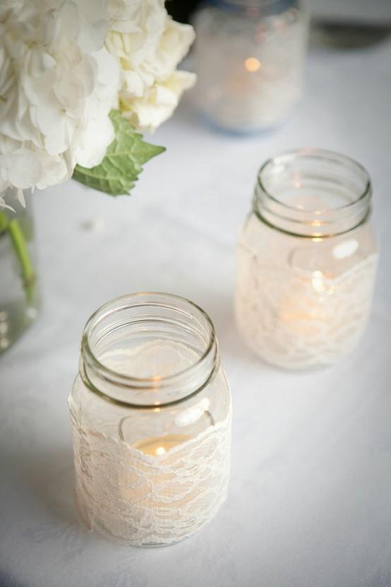 Diy mason jar centerpieces wrapped with lace for Cosas de casa deco