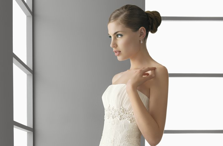 Aire-barcelona-wedding-dress-bun-wedding-hair-2.full