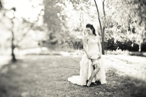 photo of Fall wedding in Georgia- black white photo, bride shows off garter
