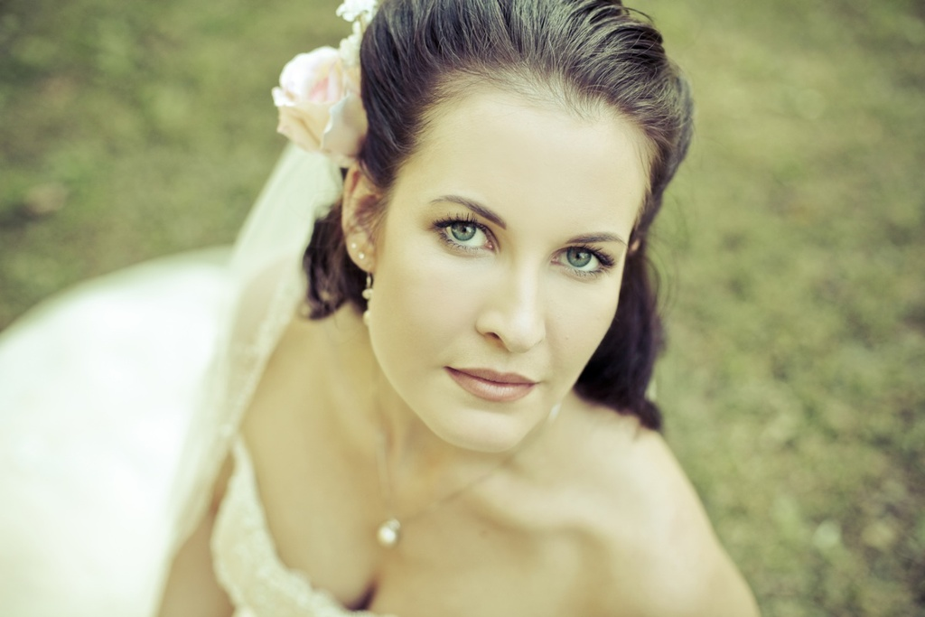 Real-fall-wedding-bridal-beauty-photo.full