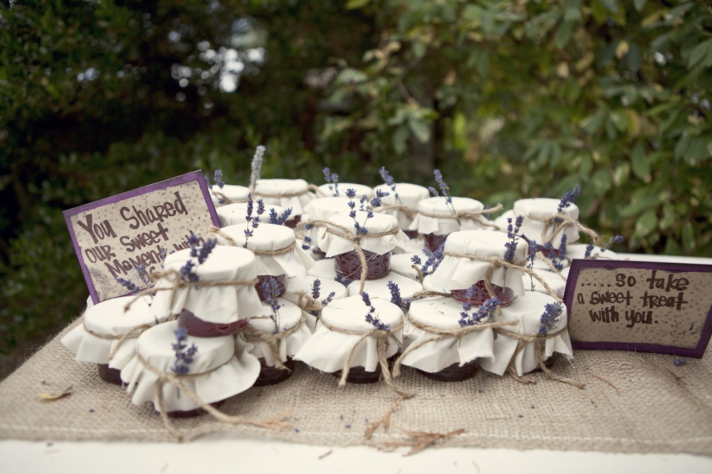Outdoor-real-weding-2012-weding-guest-favors.full