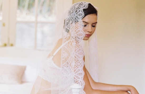 chantilly lace mantilla wedding veil