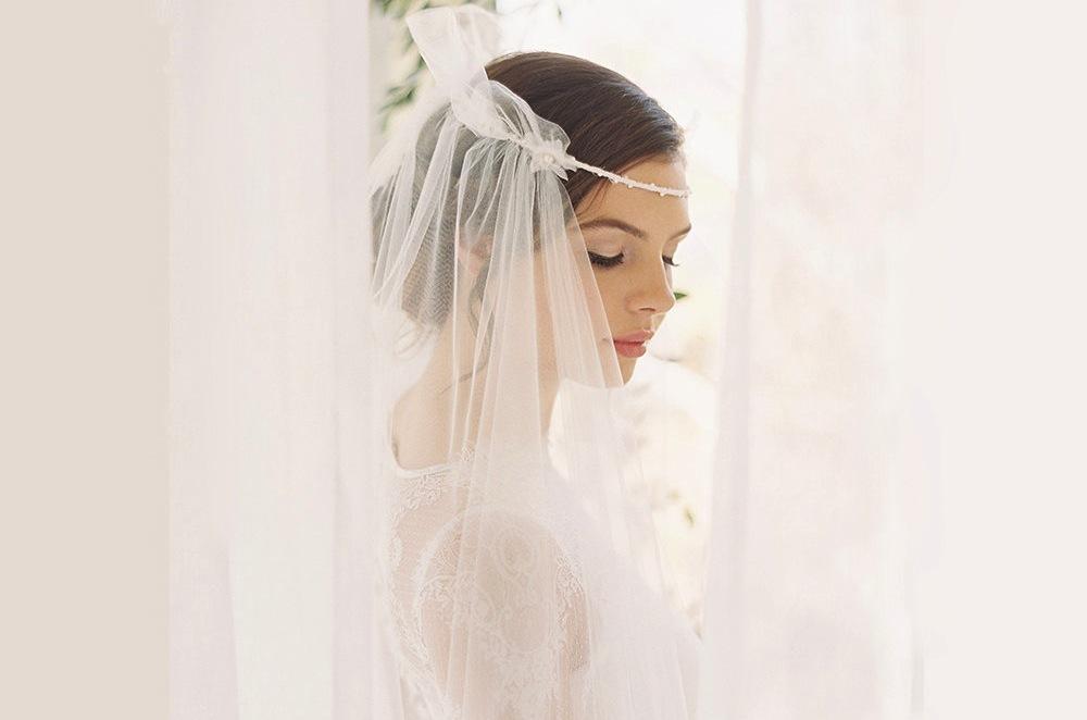 Tulle-halo-veil-for-bohemian-brides.full