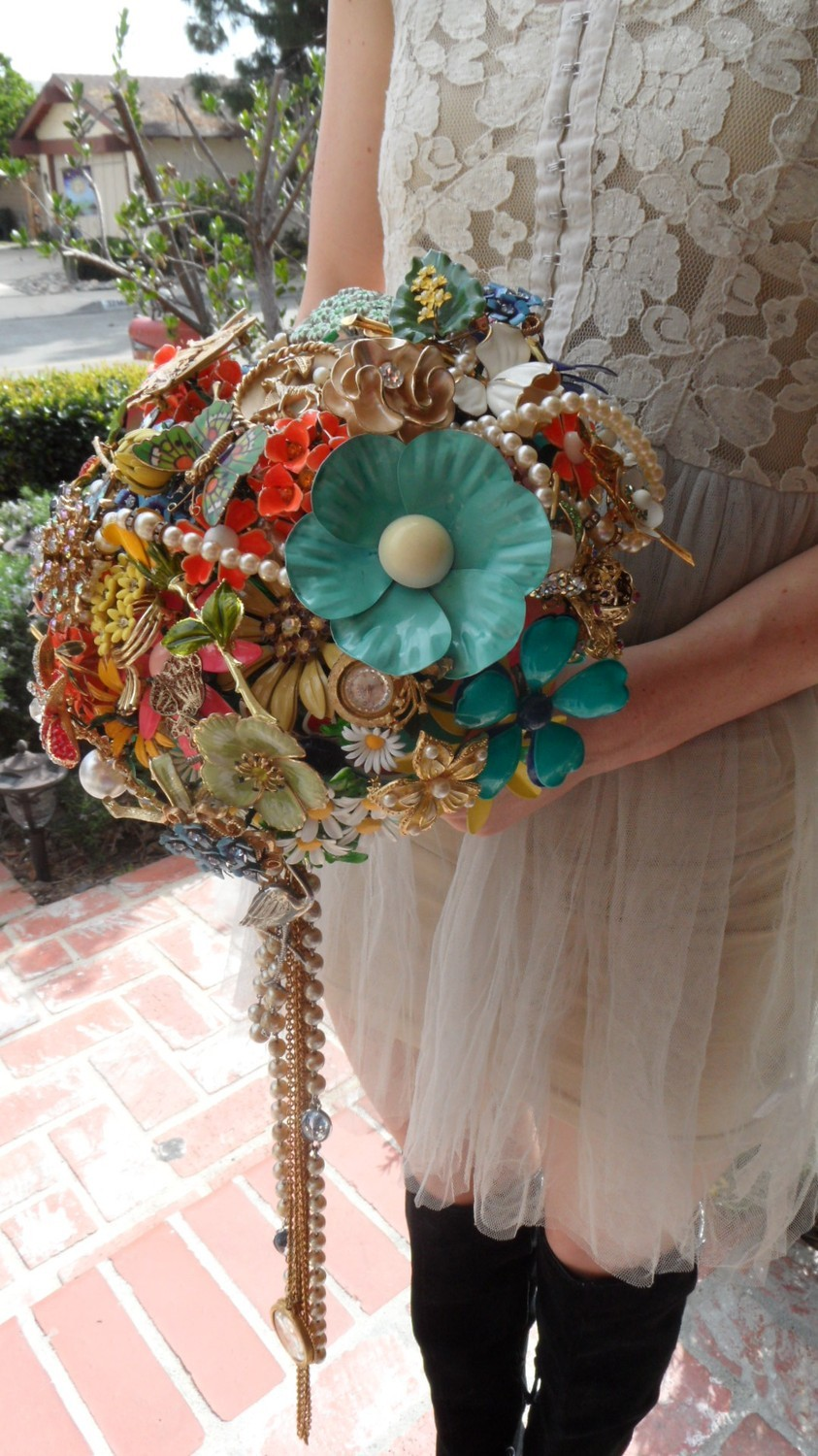 Vintage-bridal-brooch-bouquet-funky-offbeat-wedding-style.full