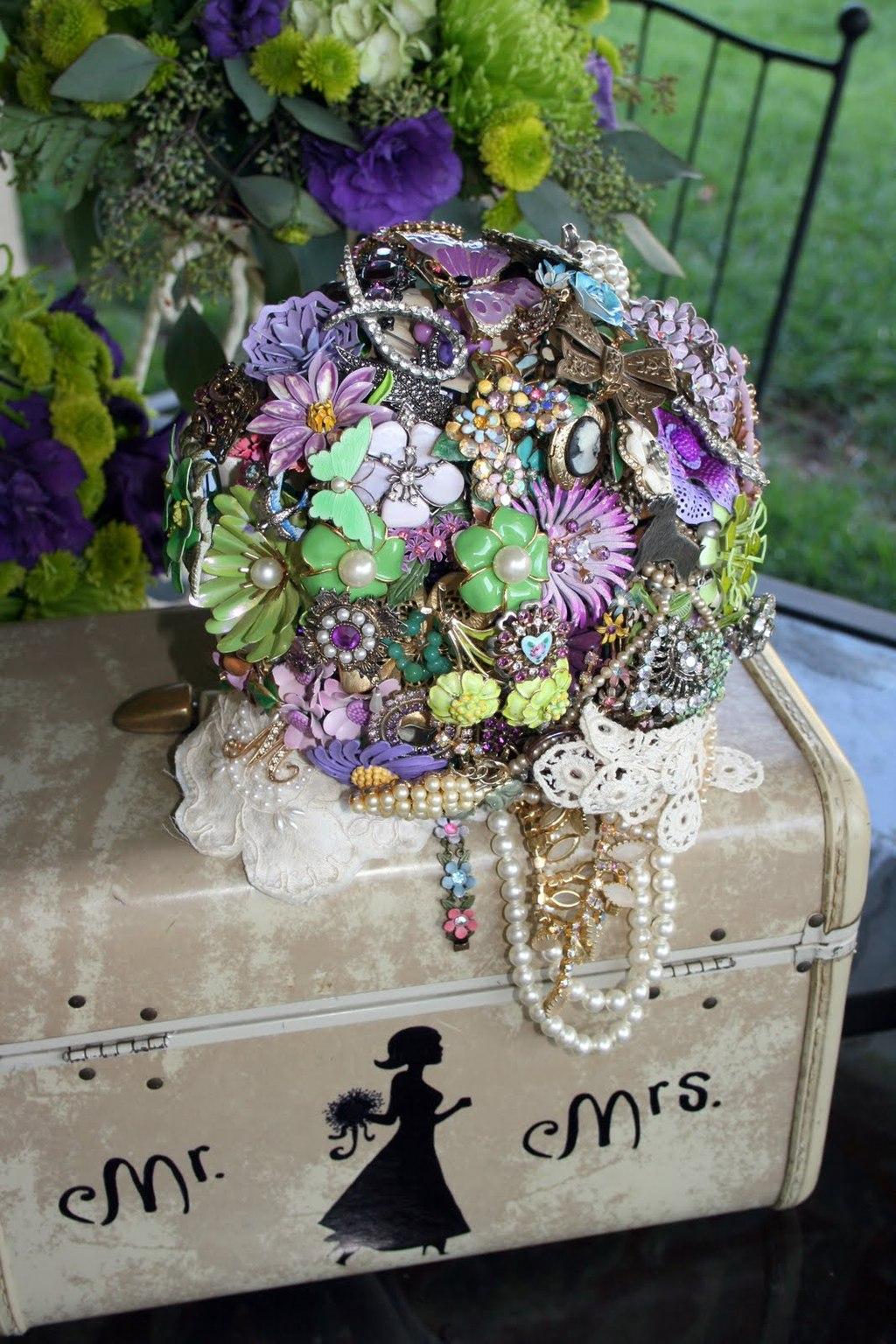 Purple-green-brooch-bouquet.full