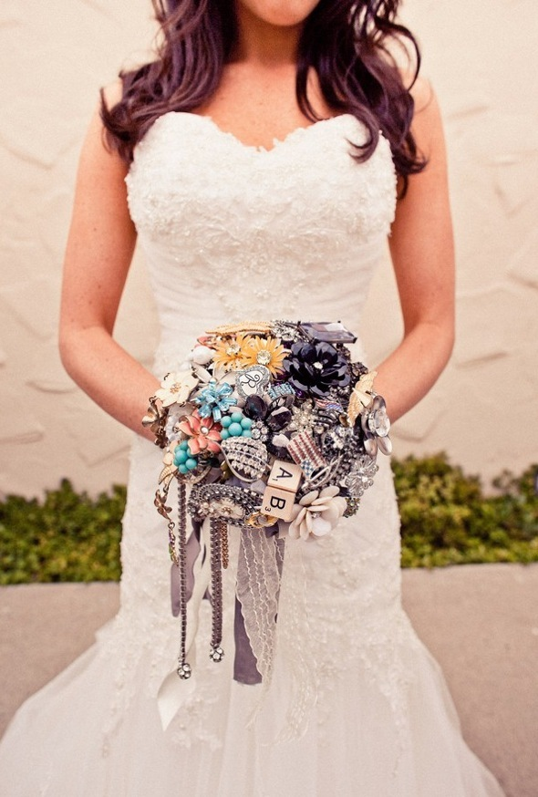 Vintage-bridal-style-brooch-bouquets.full