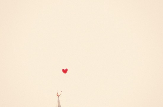 incredible wedding photography by Max Wanger bride flies heart shaped balloon