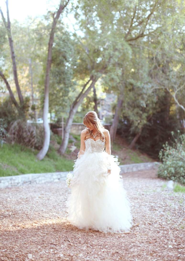 Stunning-half-up-wedding-hairstyle.full