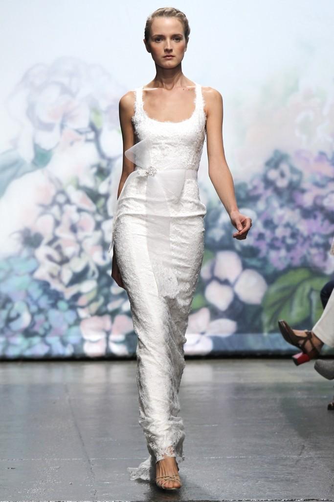 Wedding-dress-monique-lhuillier-fall-2012-bridal-gowns-lace-column.full