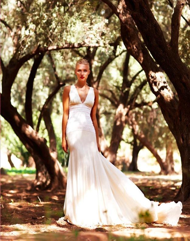Wedding-dress-amanda-wakely-sposa-bridal-gowns-silk-v-neck.full