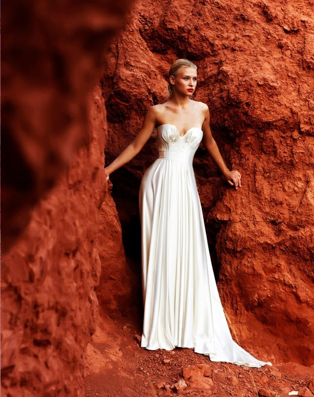 Wedding-dress-amanda-wakely-sposa-bridal-gowns-sweetheart-neckline.full