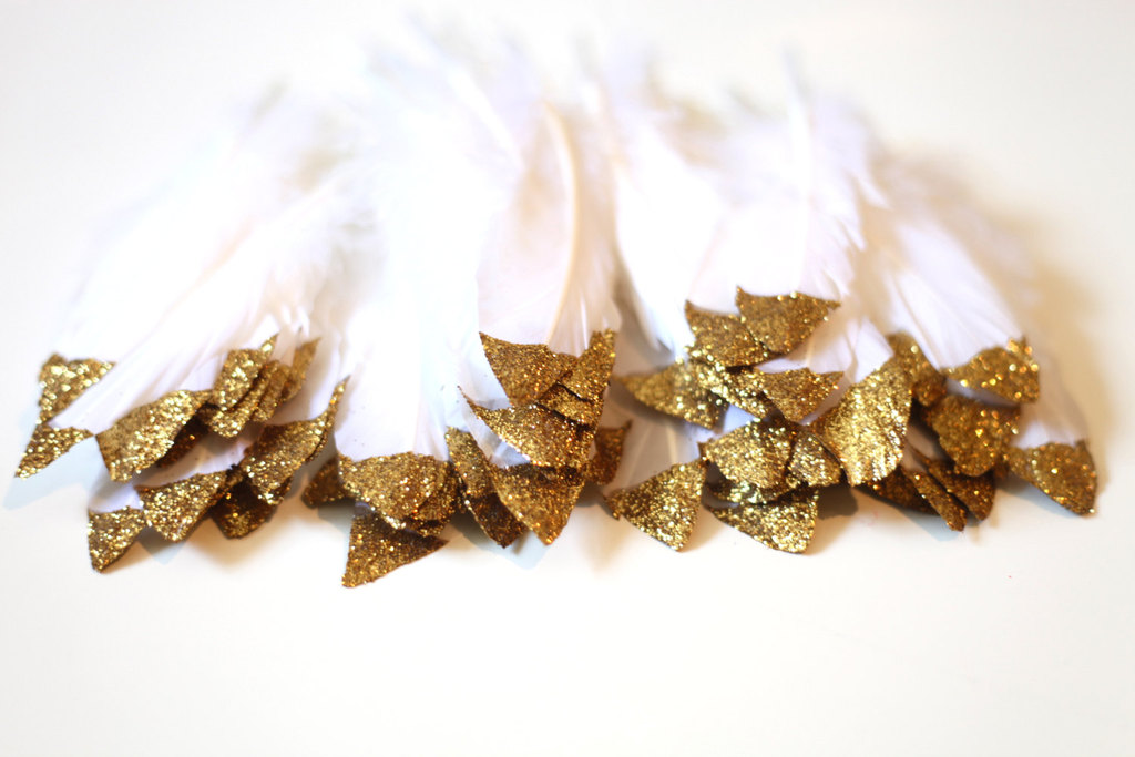 gold dipped feathers for the wedding reception