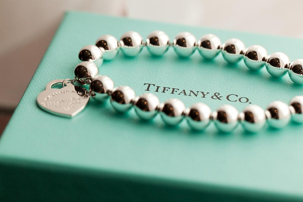 Bride wears Tiffany's bridal bracelet