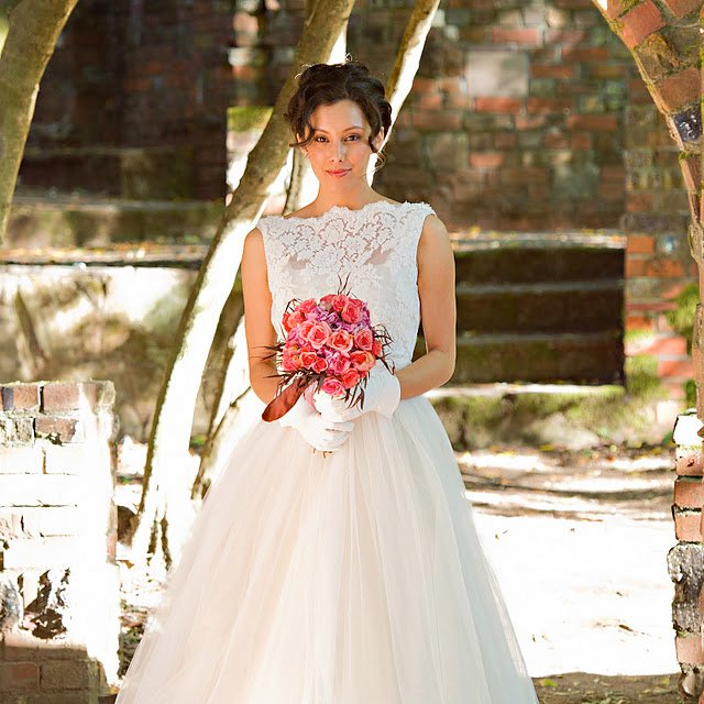Traditional Chantilly lace wedding dress