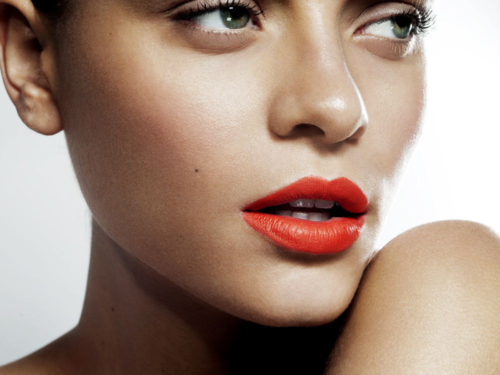 Wedding-makeup-with-long-lashes-and-red-orange-lips.full