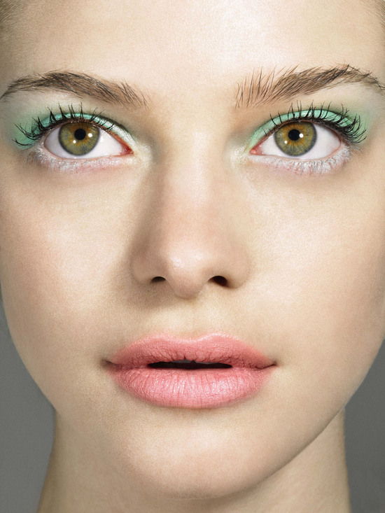 Mint and white eye shadow for mod brides