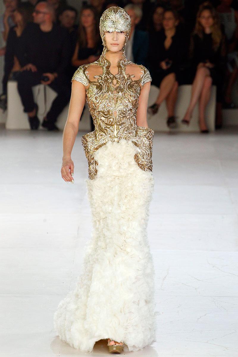 Alexander-mcqueen-sarah-burton-spring-2012-rtw-wedding-dress-regal-bridal-gown.full