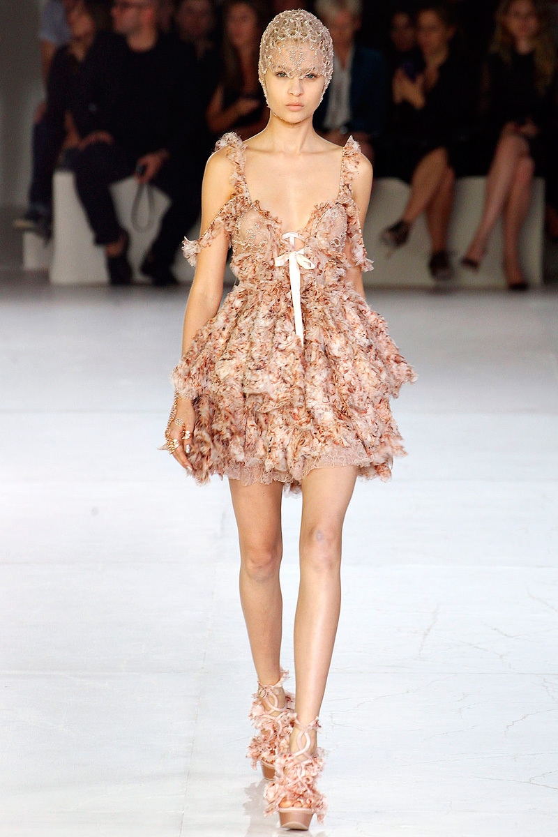 Alexander-mcqueen-sarah-burton-spring-2012-rtw-wedding-dress-off-the-shoulder-nude.full
