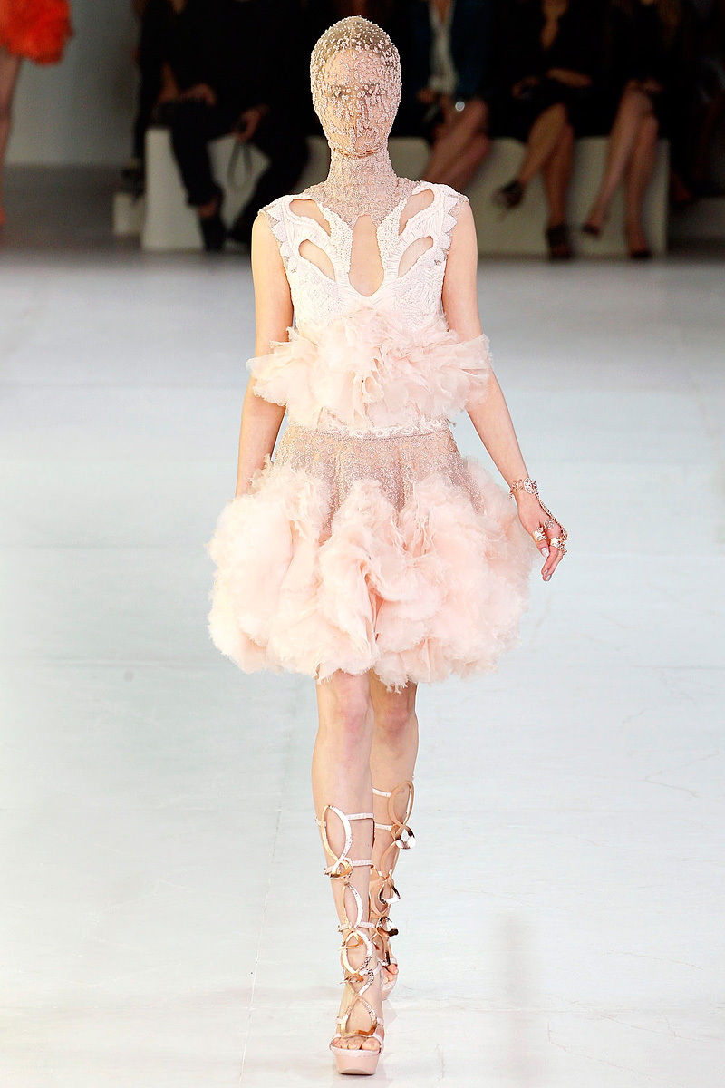 Alexander-mcqueen-sarah-burton-spring-2012-rtw-wedding-dress-romantic-tulle.full