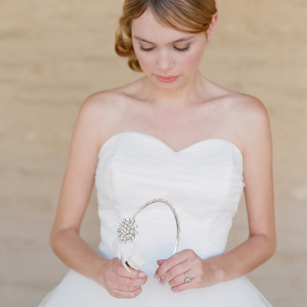 1-embellished-bridal-headband-wedding-dresses.full
