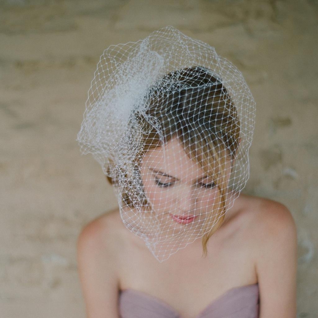 Wedding-accessories-bridal-veils-mini-birdcageveil-pouf-2.full