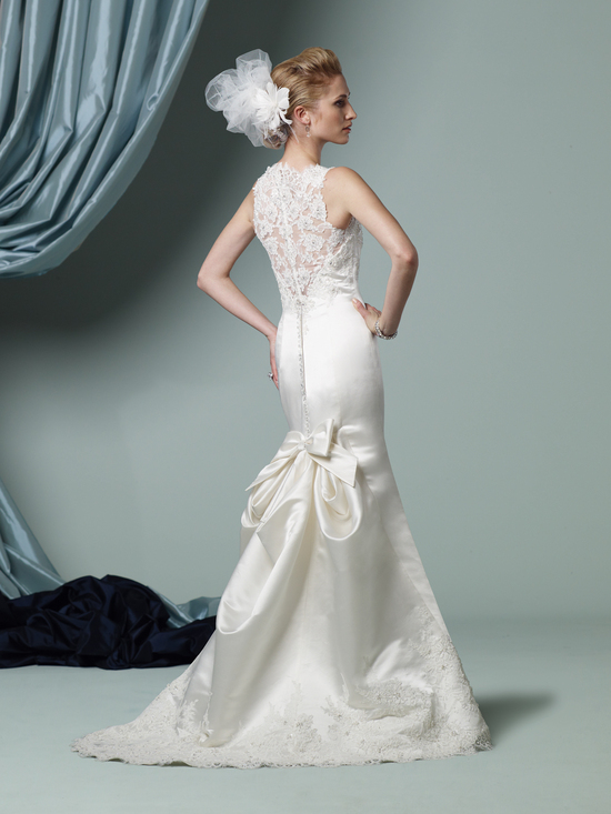 Lace and satin mermaid wedding dress