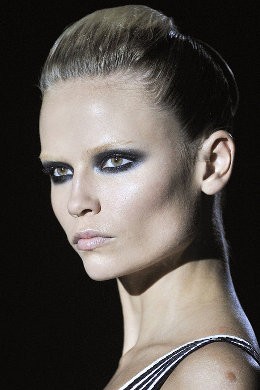 Dramatic bridal makeup from Gucci Spring 2012