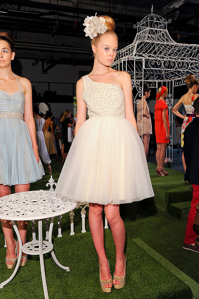 Alice-olivia-spring-2012-rtw-wedding-dress-bridal-style-inspiration-one-shoulder-tulle.full