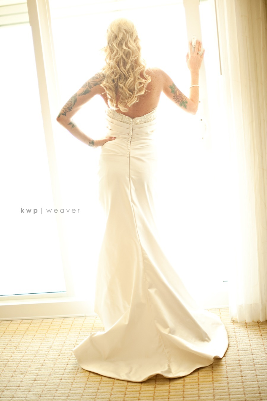 bride wears ivory mermaid wedding dress, all-down wedding hairstyle
