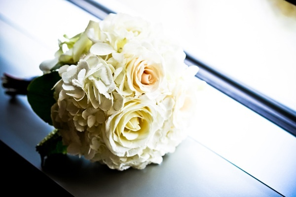 Simple-bridal-bouquet-ivory-wedding-flowers.full