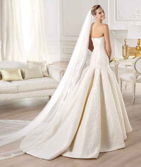 Classic Ball Gown Strapless Wedding Dress