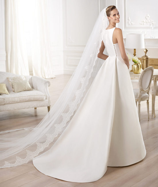 Classic Ivory Wedding Dress