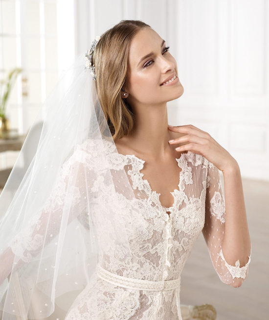Form Fitting Wedding Gowns: Sleek And Form-fitting Knee-length Wedding Dresses
