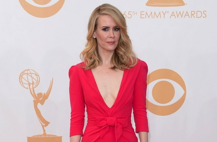 2013-emmys-wedding-hair-and-makeup-inspiration-sarah-paulson.full