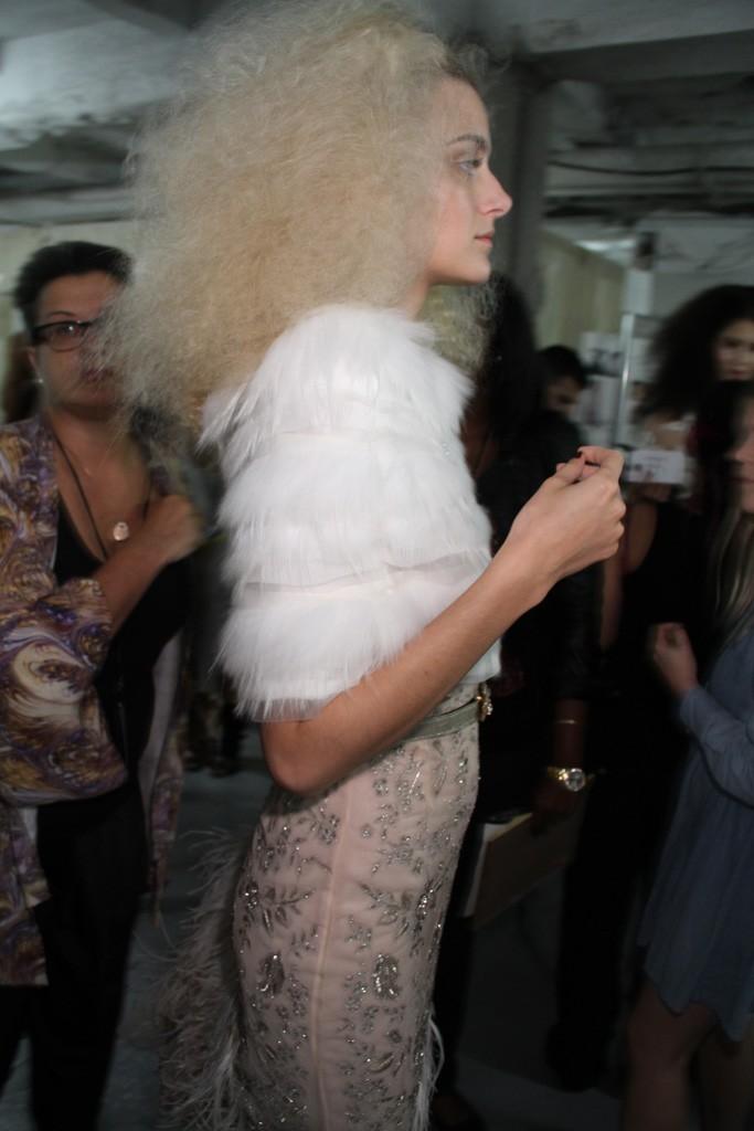 Oscar-de-la-renta-romantic-bridal-hair-makeup.full