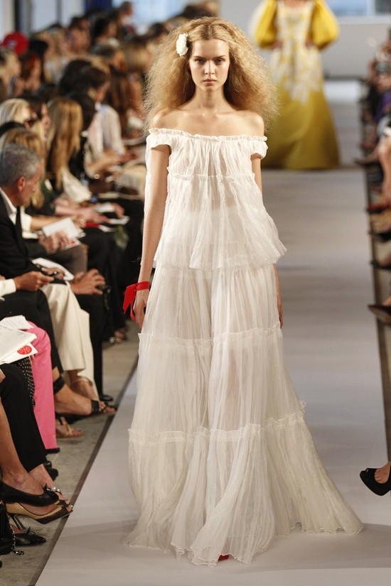 Bohemian bride wedding dress by Oscar de la Renta