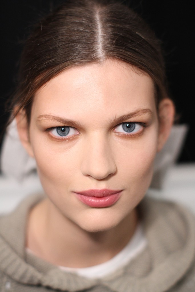 Carolina-herrera-bridal-beauty-inspiration-natural-makeup-wedding-hairstyle.full