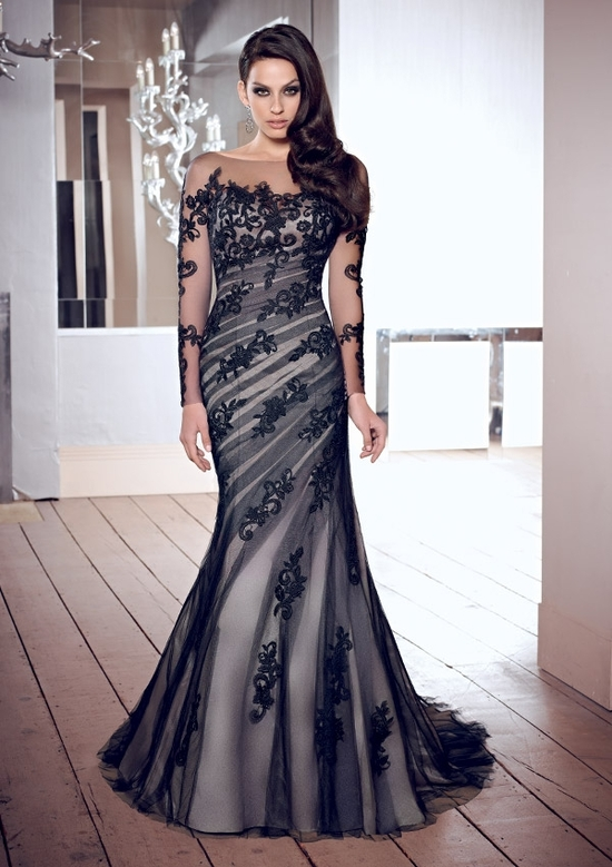Elegant Black Laced Wedding Dress