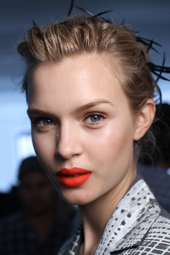 Bridal beauty inspiration- red lips, chic chignon