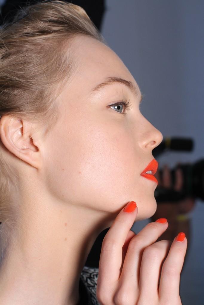 Full Bridal Makeup With Hairstyle : Dramatic bridal makeup- red lips, fake lashes red nail ...