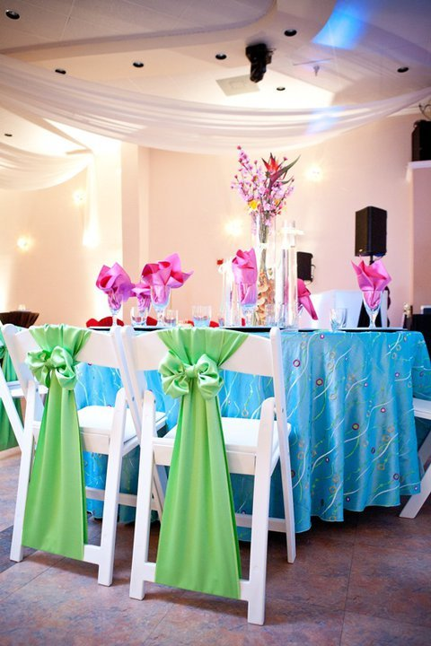 Party Cloths - Aqua Edgewater Taffeta with Apple Satin Sashes and Hot Pink Satin Napkins