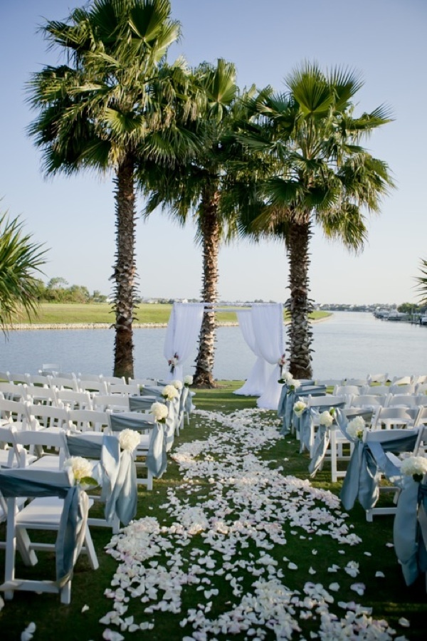 Outdoor-beach-wedding-ceremony.full
