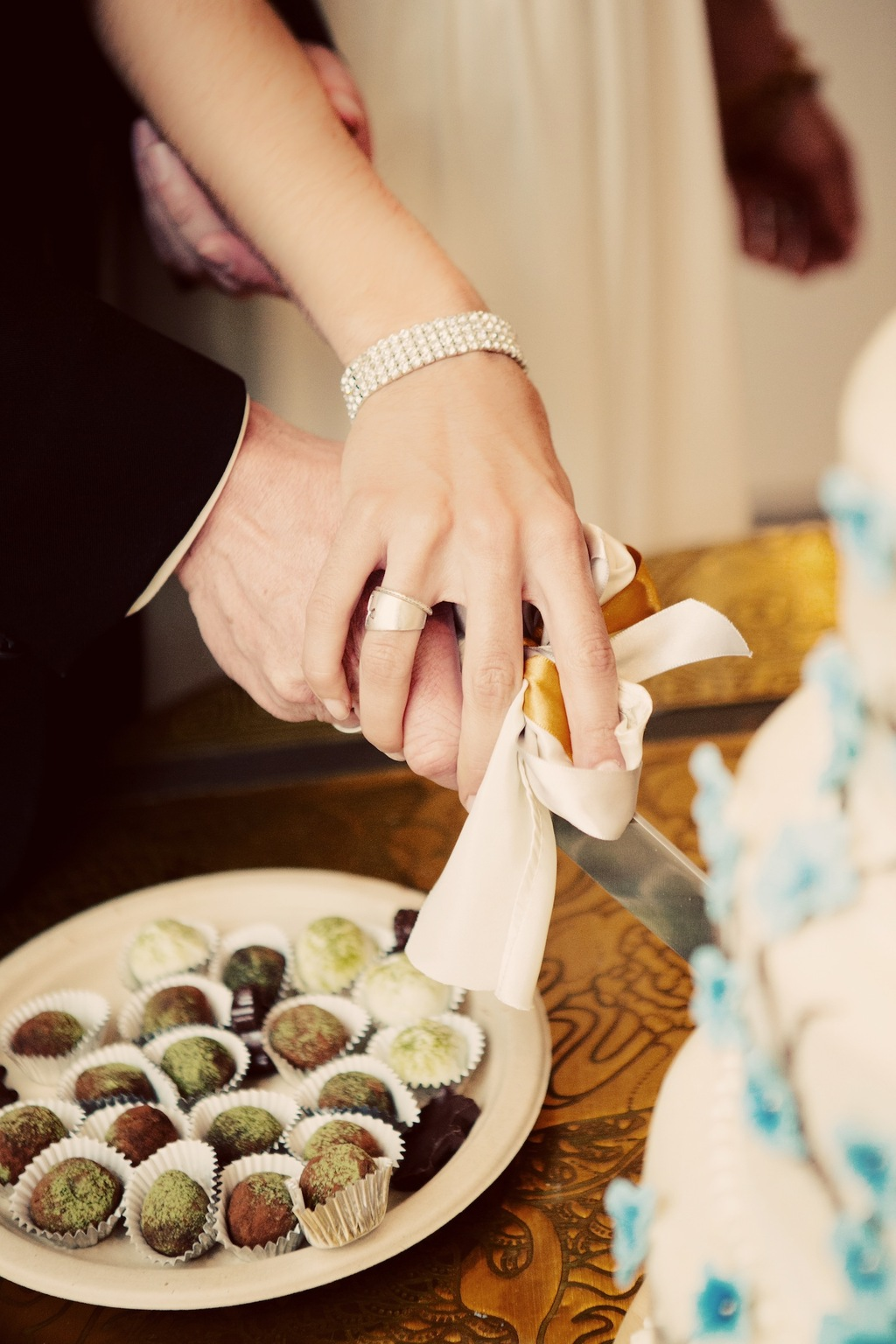 Hansen_zappe_the_amberlight_collective_holytrinityorthodoxsantafeweddingpictures86.full