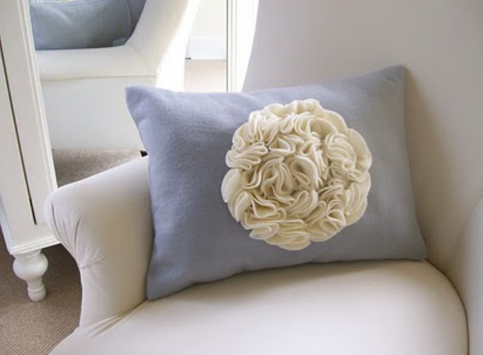 Ruffle pillow, wedding cake inspiration