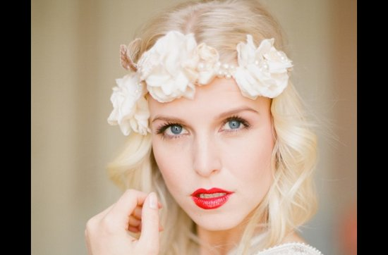Bold red lips make a dramatic wedding statement- 3