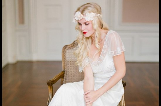 Bold red lips make a dramatic wedding statement- 2
