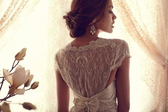 Anna Campbell wedding dress lacy statement back