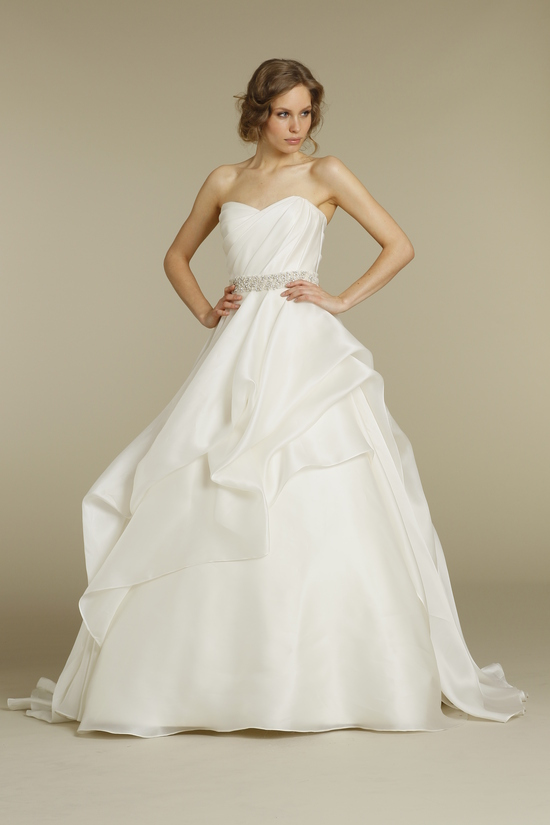 Elegant Strapless Wedding Gown